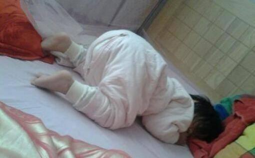 """""""妈妈请别再给我睡扁头"""",扁头的危害,不只在于宝宝今后的颜值"""