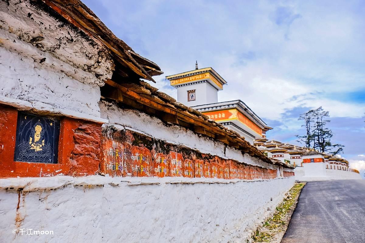 喜马拉雅山中的108座宝塔