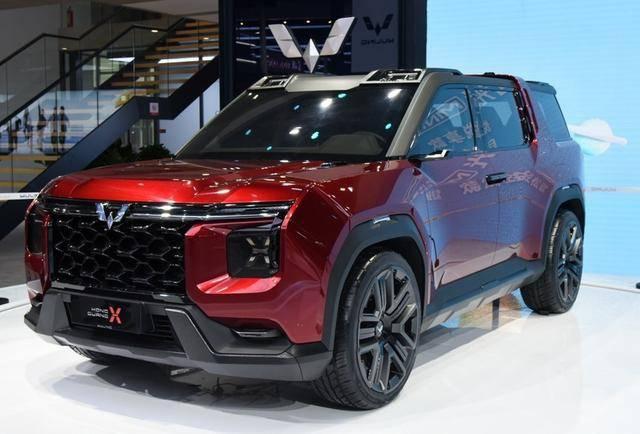 五菱的首款银标旗舰SUV,对开式车门+方形熏黑格栅,给国产争光了