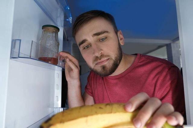 """这种""""李姓""""病菌正在霸占你家冰箱!专挑3类人下手,赶快处理掉"""