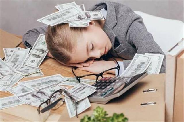 """""""赚钱很辛苦,家里不富裕"""",父母该不该把这样的话,说给孩子听"""