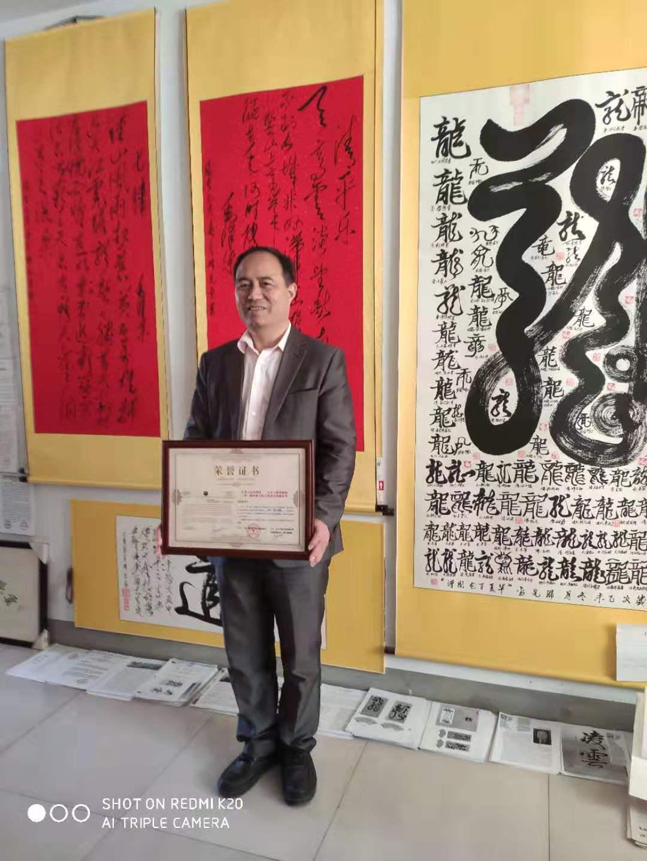中国著名双手书法家邓先金谱写新时代书法艺术绚丽新篇章