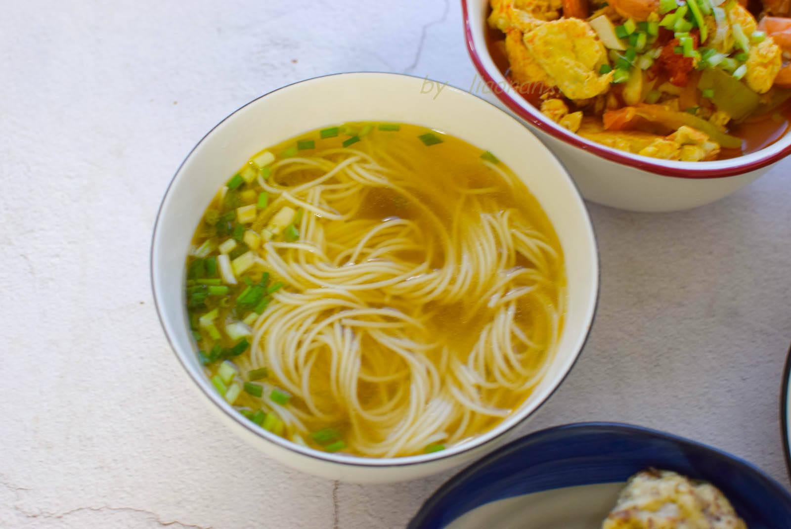 蟹姐家晚饭,2个菜2种主食,网友:一看就是北方人