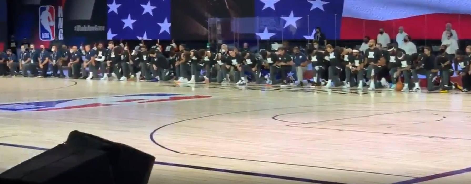 复赛揭幕战鹈鹕爵士球员集体下跪