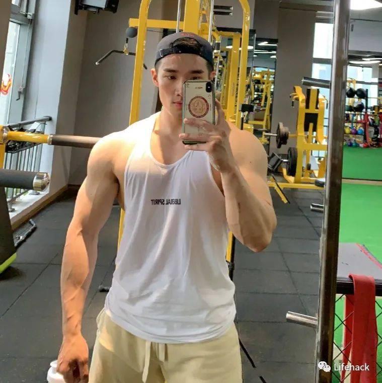 180cm杭州健身教练引发舔屏,网友直呼我可以