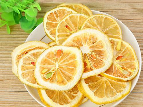 <b>为什么你泡的柠檬片又苦又涩?可能用错了方法,名堂满屋花茶教你这样做</b>
