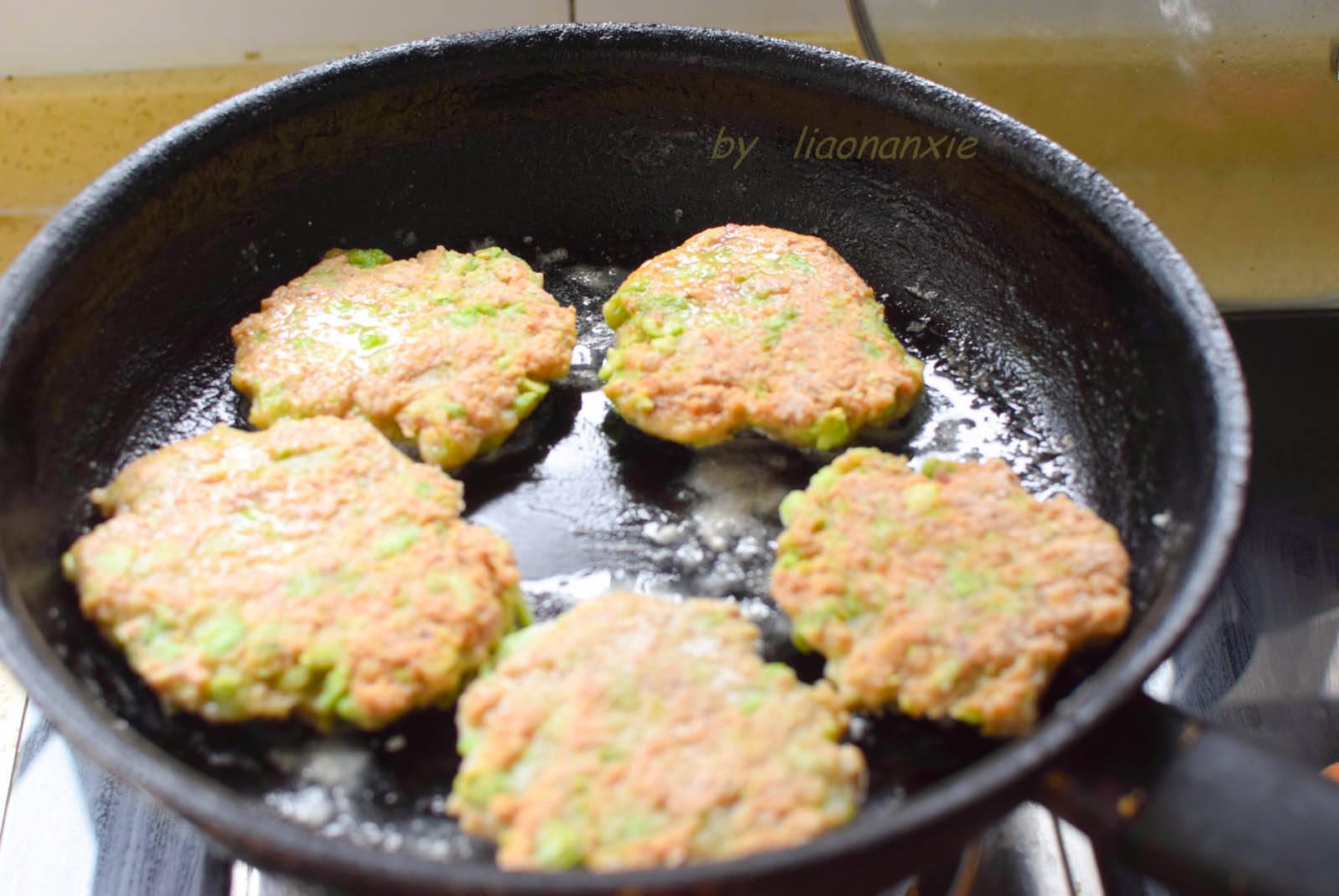 1块猪肉1碗毛豆,简单几步做成香喷喷的肉饼,早餐吃过晚餐还想