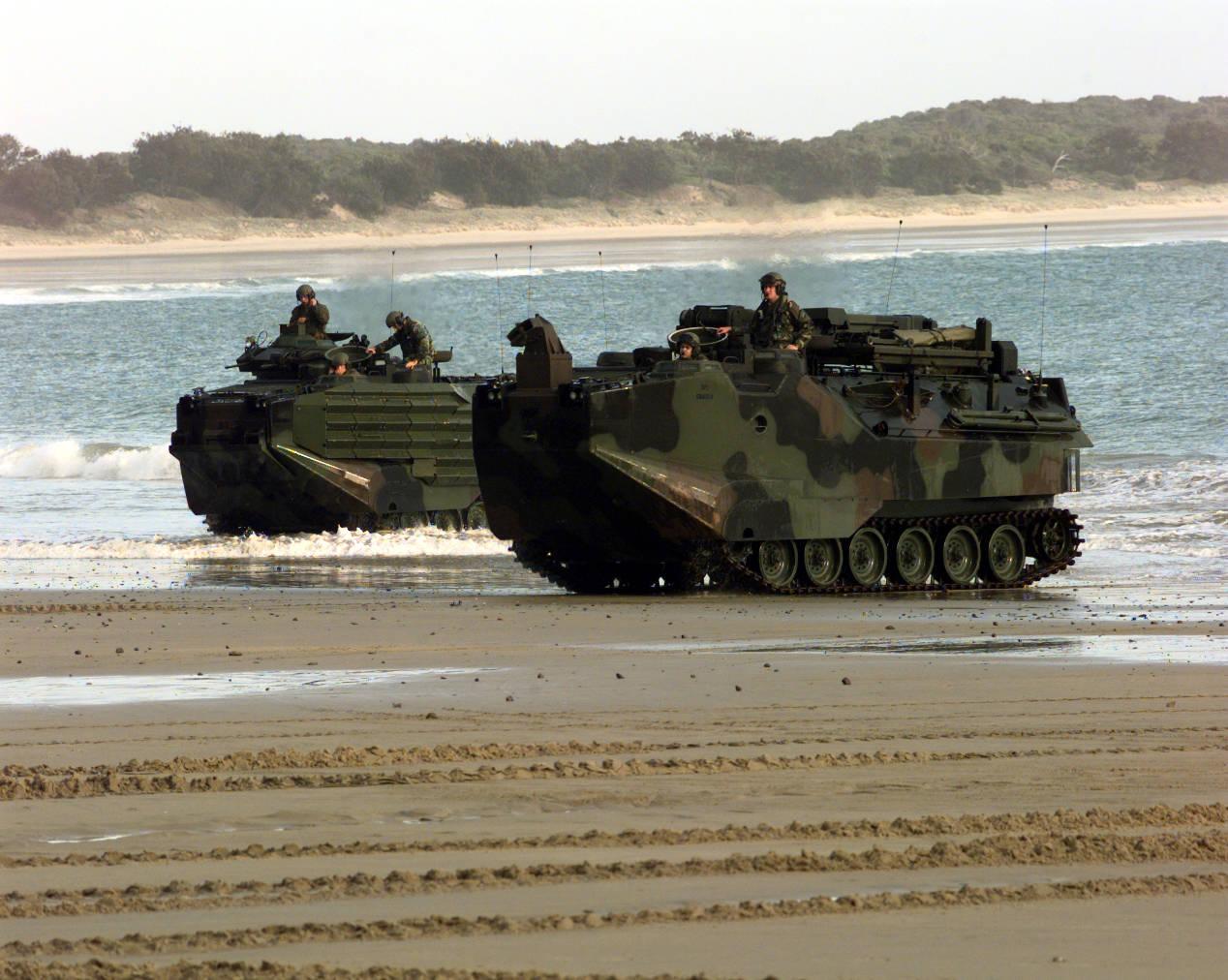 美军连遭横祸!海军陆战队两栖突击车突然沉没,9名大兵葬身大海