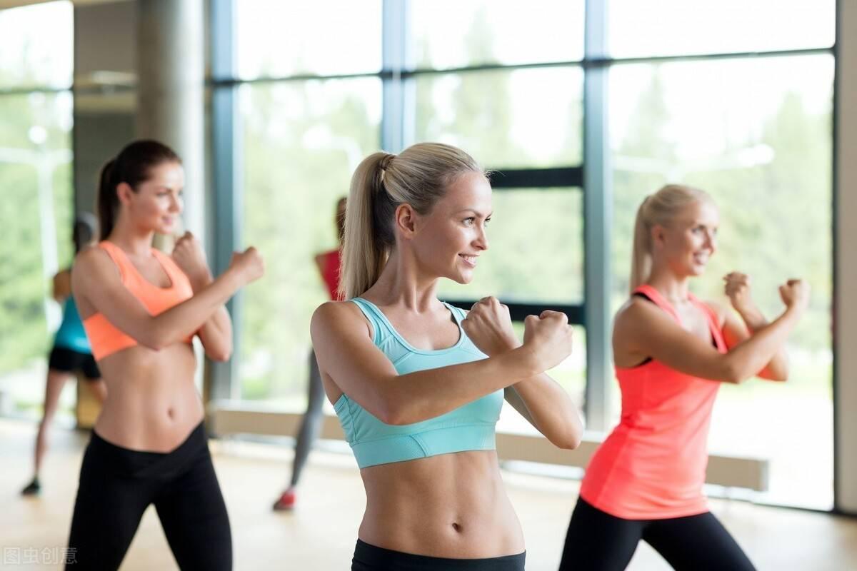 减肚腩还在做仰卧起坐?先减脂再虐腹,才能高效练出腹肌、马甲线