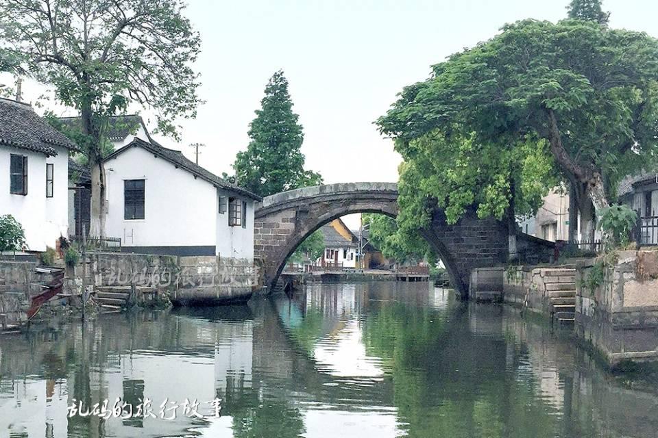 """上海古桥最多的古镇 被誉""""江南第一桥乡"""" 贯木拱桥国内仅此一座"""