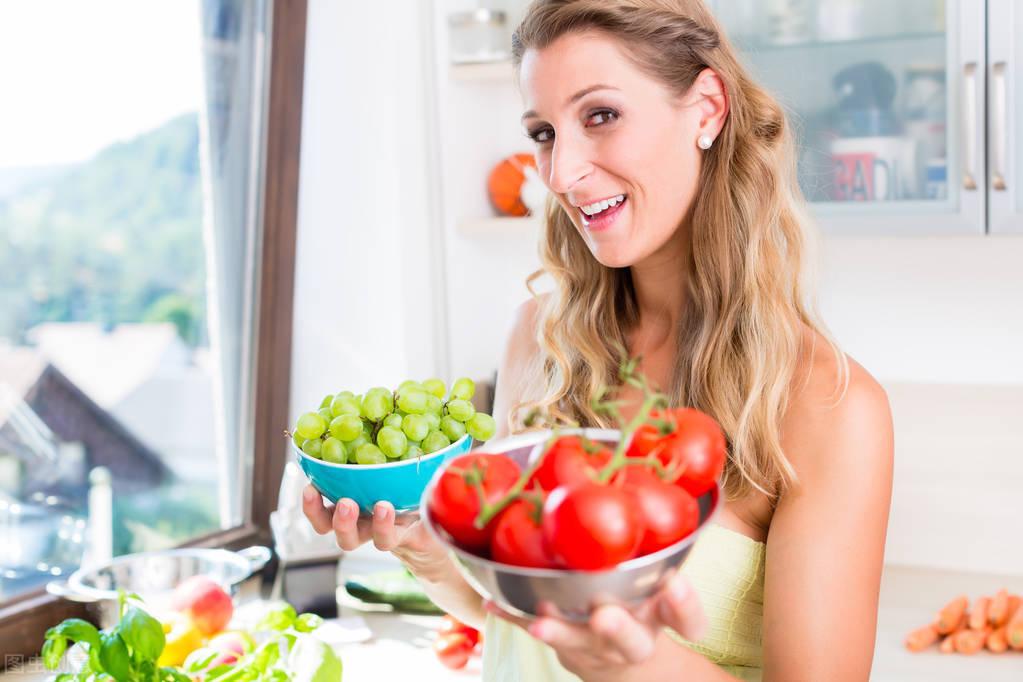 增肌时,一个饮食不变,一个提高热量摄入,长期以往二者有何不同