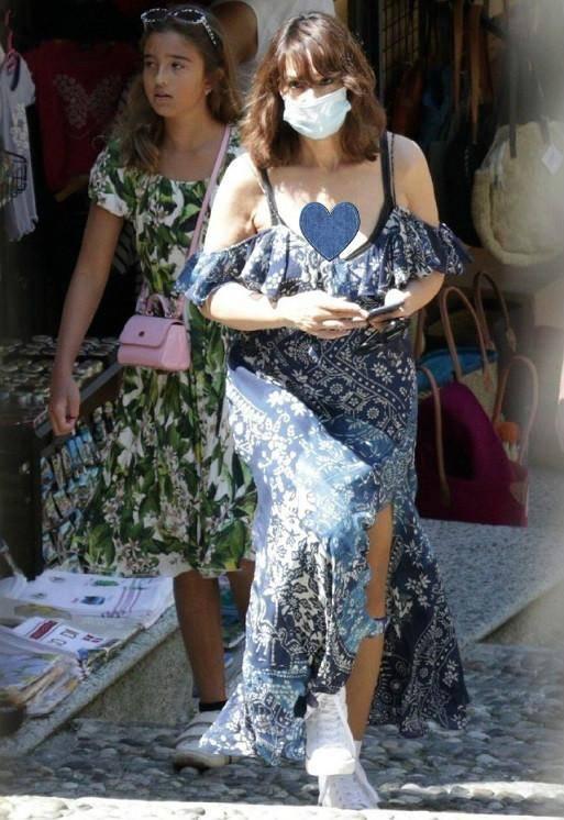 莫妮卡•贝鲁奇穿开叉裙,身材火辣不似55岁,10岁女儿颜值却被嘲