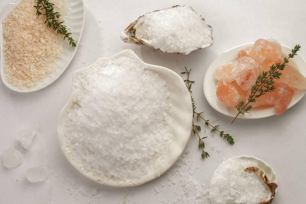 低钠盐、加碘盐、海藻盐,你家盐可能吃错了,区别很大,别乱买