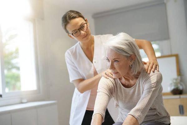 进入40岁后,若女性经常出现5种现象,十之八九是更年期来了!