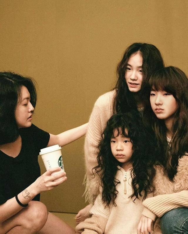 小s二女儿拍大片秀好身材,Lily笑容甜美曾被称为女版易烊千玺插图(13)