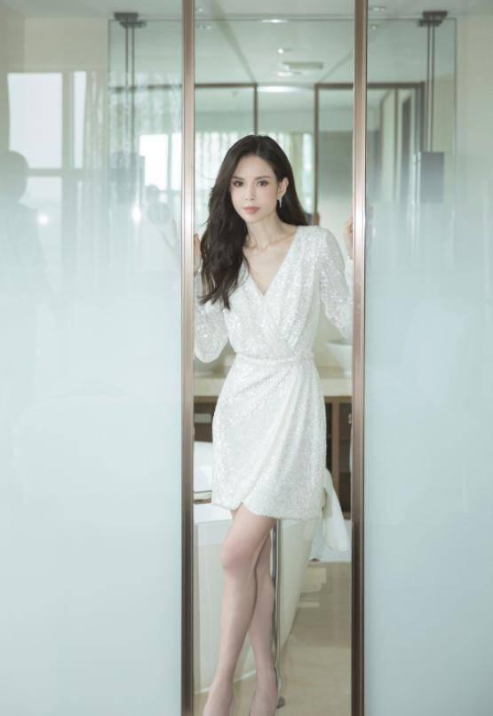 54岁李若彤生日首曝年龄,不结婚是不愿将就,状态依旧能打插图(11)