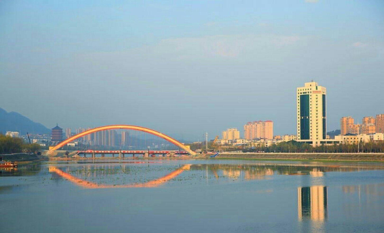 河南为什么经济总量那么大_河南牧业经济学院校徽