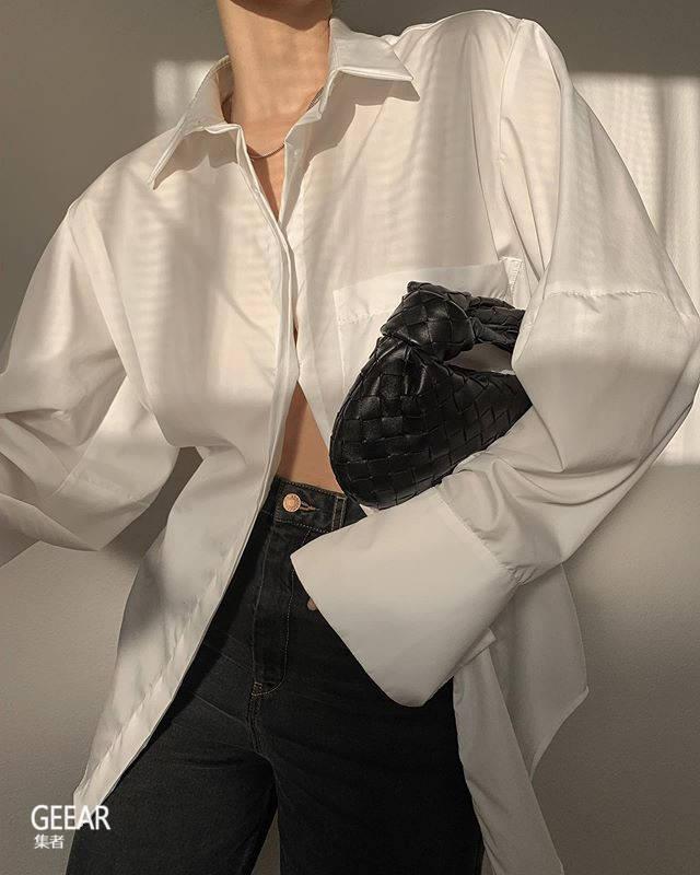 小手袋已攻陷时尚界:就算只能放下唇膏、锁匙也令人抗拒不了!
