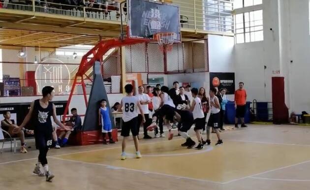 U13篮球赛恶犯频出 组委会:取消球员参赛资格教练被批评教育