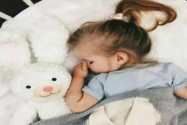 孩子睡前一小时,父母做好三件事,娃既能长智商还长个