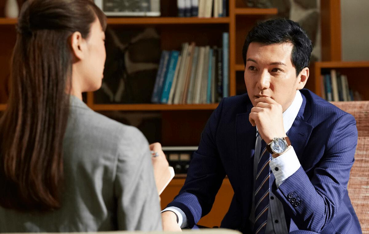 跟领导单独一起,高情商的同事摸准心思不尬聊,你也可以