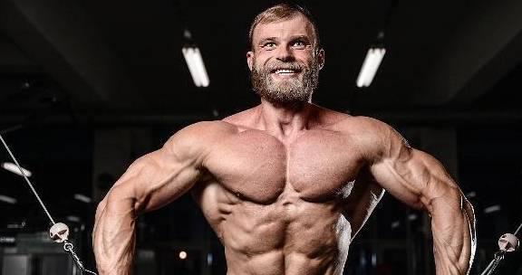 吃蛋白粉就能加速肌肉生长?健身教练:不懂这3点,吃再多也效果