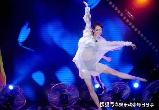 43岁乒乓球功勋教练身价千万!9岁女儿成世界冠军,妻子很贤惠!