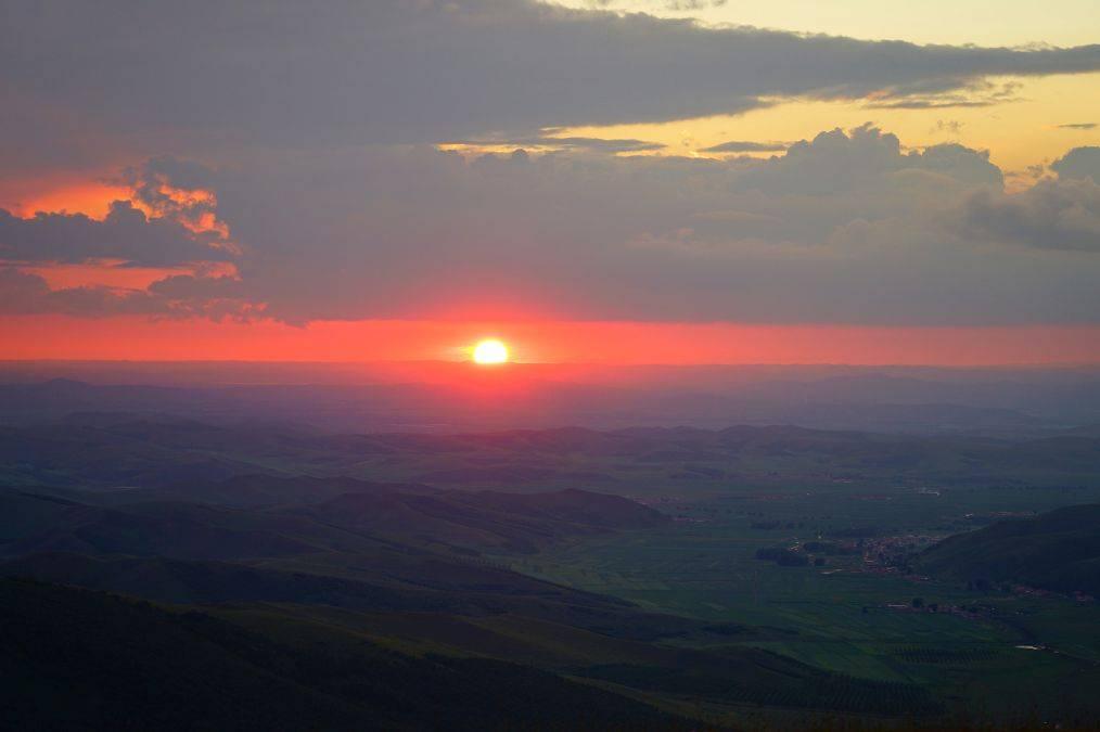 原创             残阳如血,流云飞瀑,东山顶如此美的景不容错过