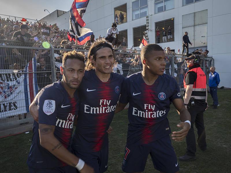 巴黎预备签下巴萨超等巨星,顶替卡瓦尼并联手内马尔、姆巴佩