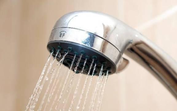 <strong>当一个女人洗澡时,她应该少做这四件事,不管</strong>