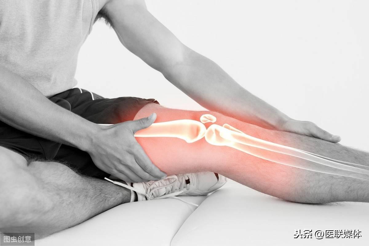 有时还会演酿成痛风石枢纽部位的疼痛