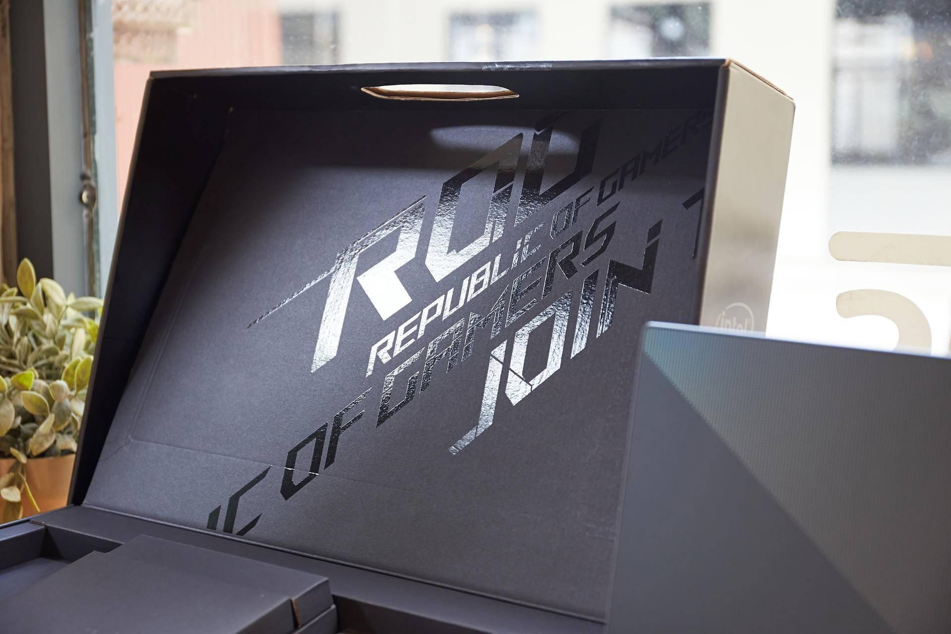 视觉体验无与伦比!4K屏ROG 幻15开箱,顶级屏幕尝鲜