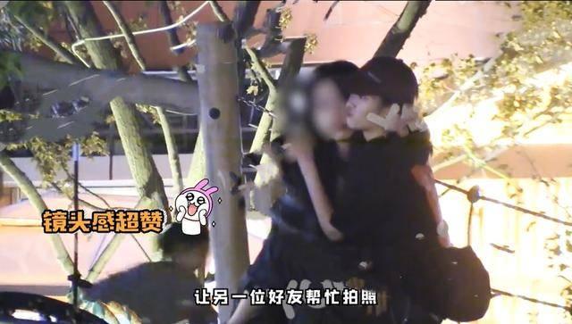 英子李庚希与好友小聚,烟瘾大抽烟再被拍