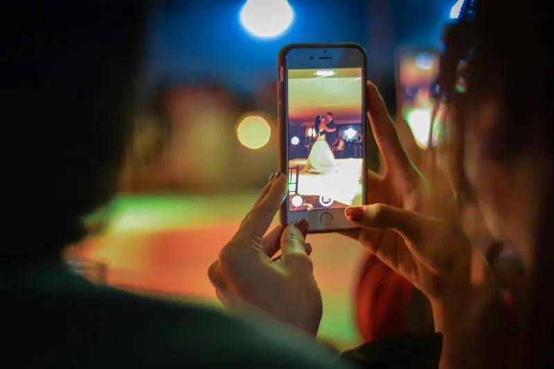 原创            首款屏下摄像手机的幕后赢家