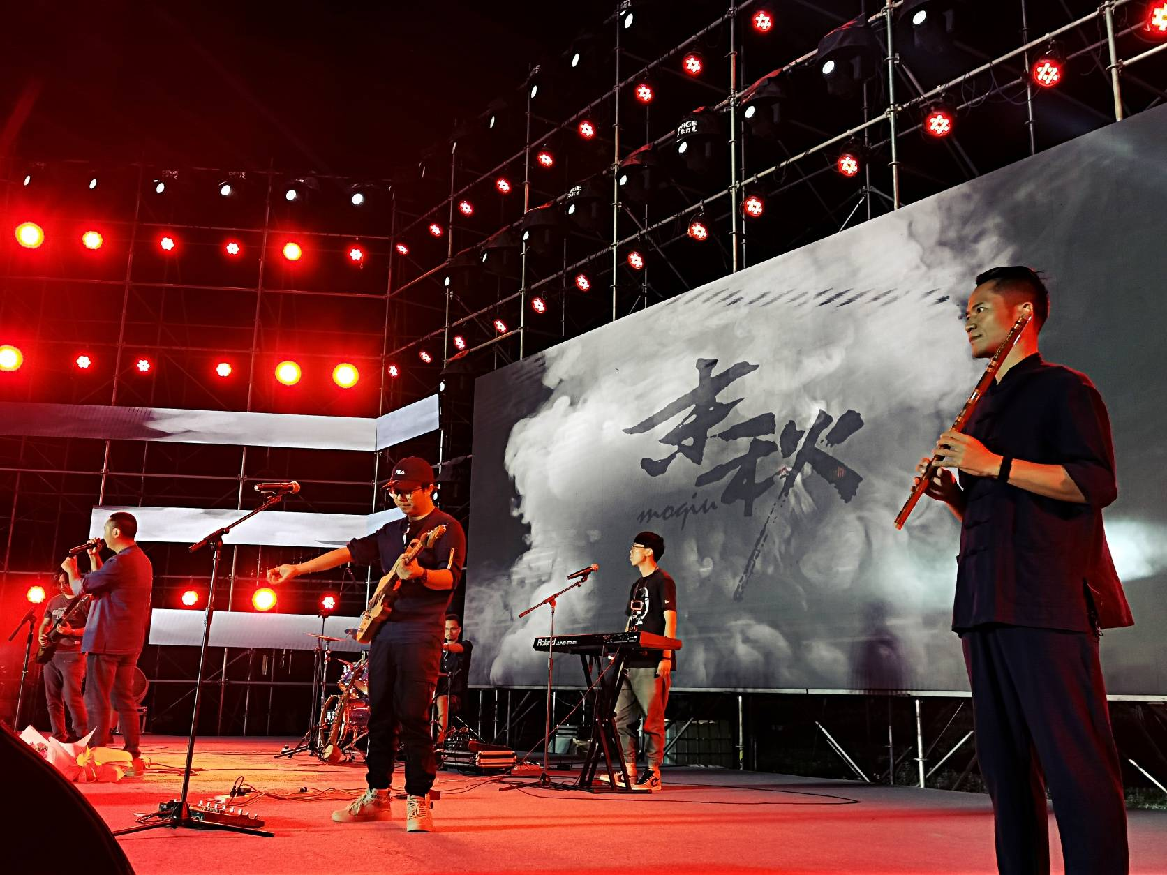 云南省红河州第一中学举行教师节公益专场音乐会-天津热点网