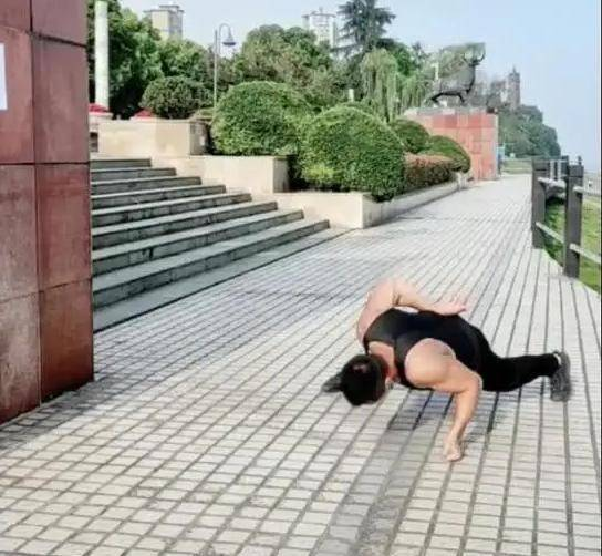 傲慢!泰国业余拳击手在全国挑战咏春教