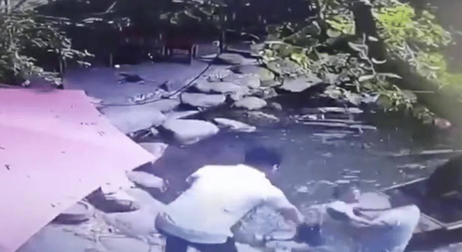 竖起大拇指!前国脚韩鹏救起落水儿童不