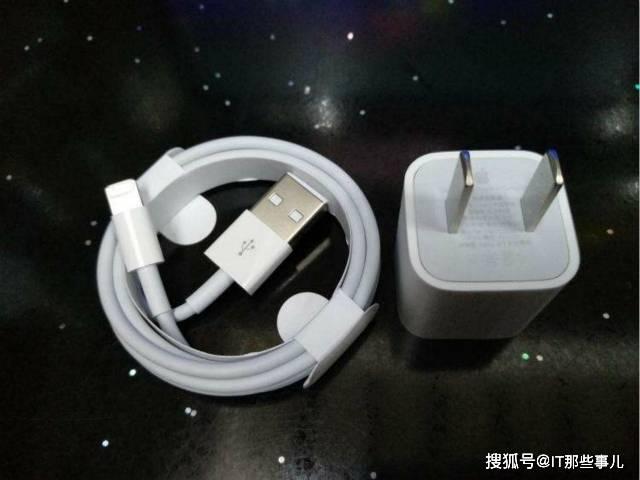 原创             iPhone 12不再赠送充电器 第三方配件厂商发财的机会来了