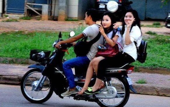 <strong>为何女性乘摩托车一般侧</strong>
