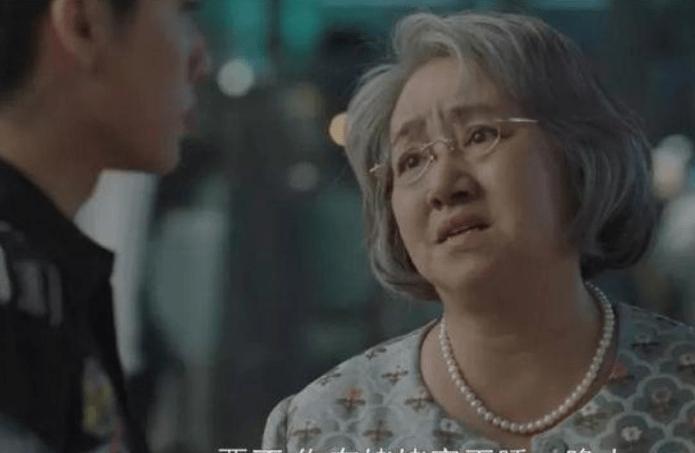 """她是李幼斌的亲妹妹,素有""""母亲专业人士""""之称,但拒绝帮助弟弟演戏。"""