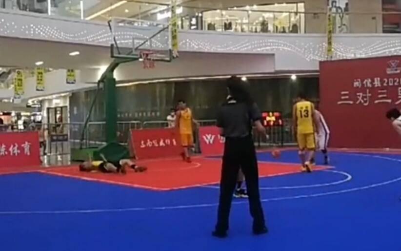 三人篮球赛现意外 球友忽然倒地后不幸离世