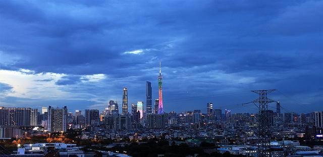 从2020上半年GDP来看,重庆更接近几线城市?