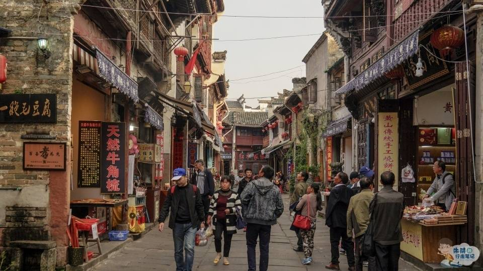 原创             安徽知名度最高的古代街市,时至今日依旧繁华,游客却褒贬不一