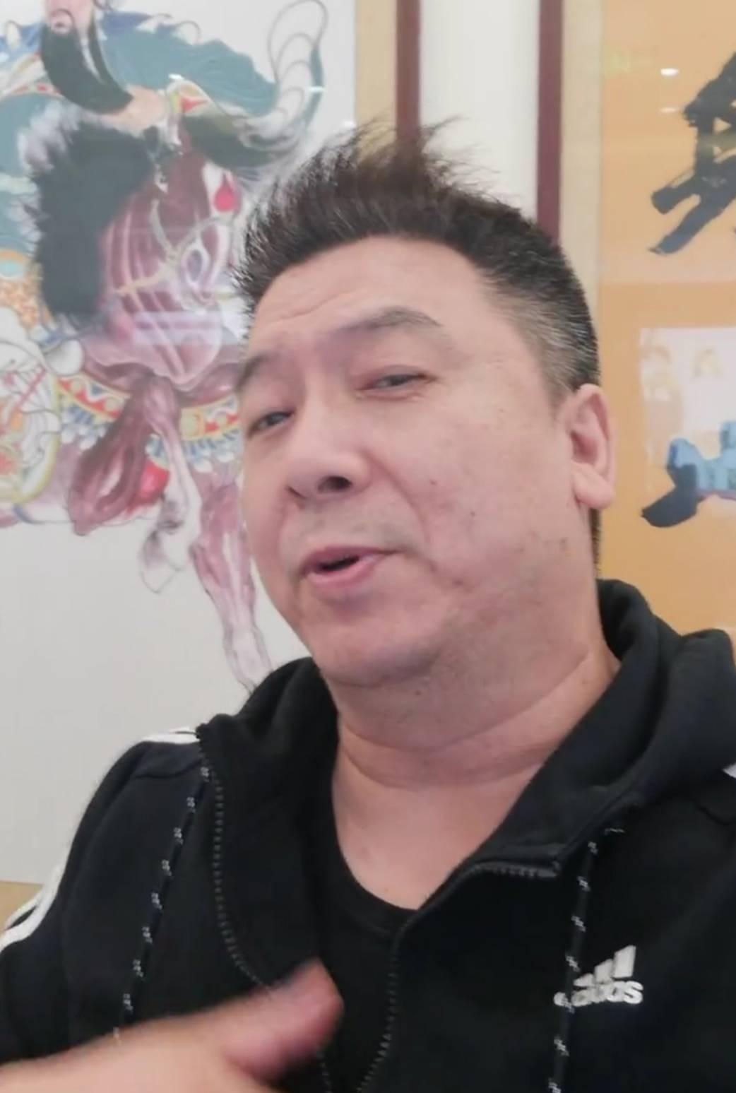 郑环宇首先澄清了他的身份 散打王主持人 韩红
