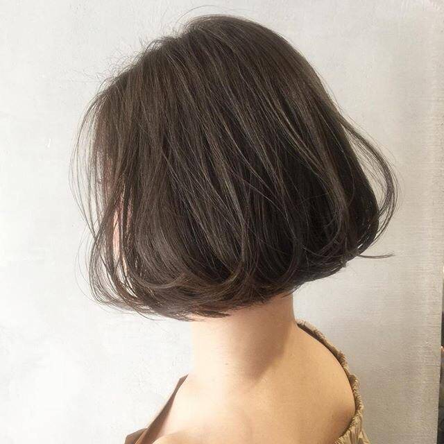 女性洗完头发后,应该自然风干还是吹风机吹干好?很多人做错了