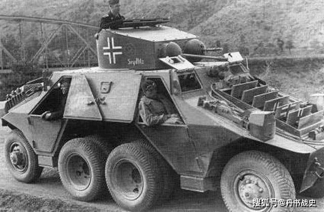 斯太尔M35装甲车 早期大型12轮装甲车 两端带驾驶