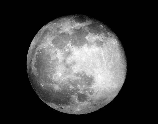 月球真相:关于月球的起源和历史探索
