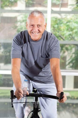 别只怪烟酒!加速男性衰老的4件行为,排在第一的,很多人都忽略