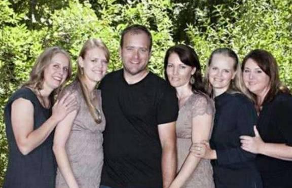 此国女多男少,当地男性最少娶三个妻子,网友