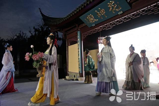 传统时装秀近百名模特点亮汉服秀苏州虎丘花神